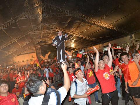 Các CĐV Việt Nam sẽ đổ dồn sự chú ý về thầy trò HLV Park Hang Seo chiều 29/8. Ảnh: Hà Hiệp