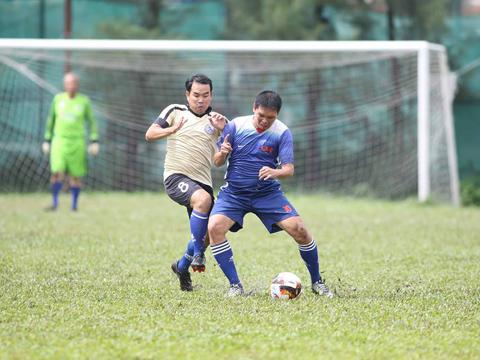 Trận đấu giàu ý nghĩa nhân văn của 2 đội đã quyên góp được hơn 68 triệu đồng cho gia đình cháu Vân. Ảnh: Tuấn Phong