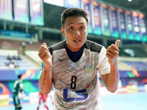 Minh Trí sắm vai người hùng trận này cho Thái Sơn Nam với cú đúp gỡ hòa 2-2. Ảnh: Anh Lập
