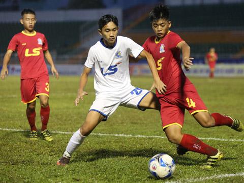 Sài Gòn (đỏ) nuôi hy vọng đi tiếp với chiến thắng trước An Giang. Ảnh: Anh Duy