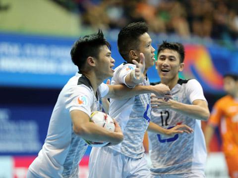 Niềm vui của Đức Hòa sau bàn mở tỷ số trận chung kết vào lưới Mes Sungun. Ảnh: Anh Lập