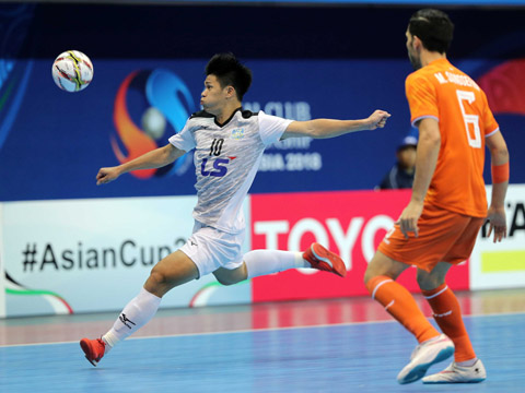 Thái Sơn Nam (trắng) đã nỗ lực tột cùng ở chung kết để chơi ngang ngửa với nhà vô địch Iran. Ảnh: Anh Lập