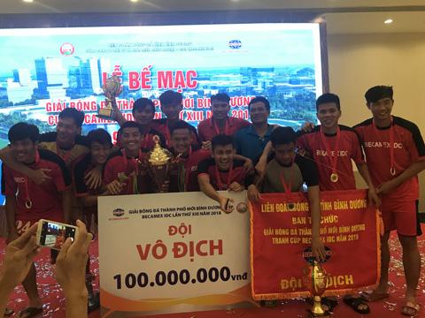 Bình Hòa Tân Phước Khánh 3 lần vô địch giải liên tục với số tiền thưởng kỷ lục ở một giải phong trào. Ảnh: BM