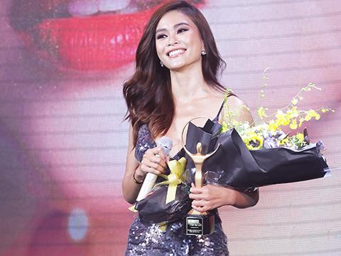 Á hậu Mâu Thủy nhận giải thưởng năm nay. Ảnh: BM
