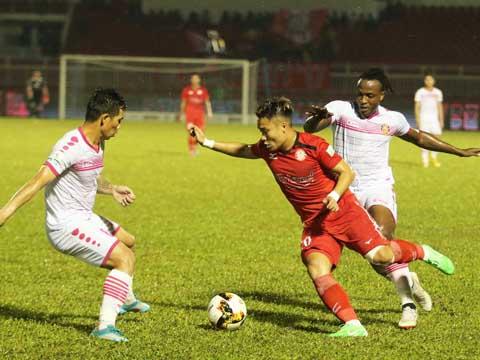Phi Sơn cũng góp 1 bàn thắng trận này giúp TP.HCM bỏ xa Sài Gòn 5 điểm khi giải còn 3 lượt trận. Ảnh: Lê Giang