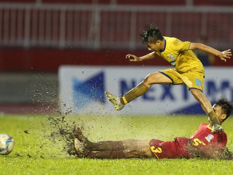 SLNA vất vả vượt qua Sanna Khánh Hòa để đoạt vé đầu tiên vào chung kết U15 QG năm nay. Ảnh: Anh Duy