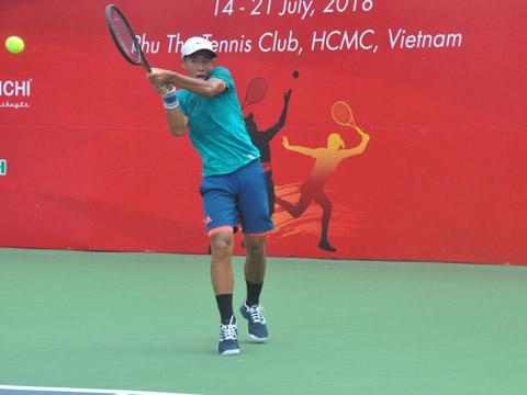 Tất Thái Nguyên đang giúp quần vợt Việt Nam gây ấn tượng ở sân chơi đẳng cấp U18 ITF. Ảnh: BM