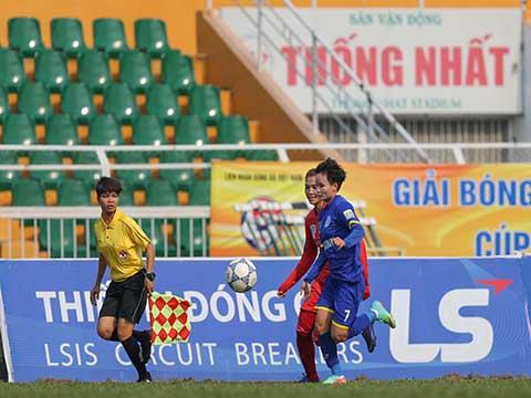 Than khoáng sản Việt Nam (xanh) đánh bại Phong Phú Hà Nam để kết thúc vòng loại với vị trí thứ 3. Ảnh: Anh Duy