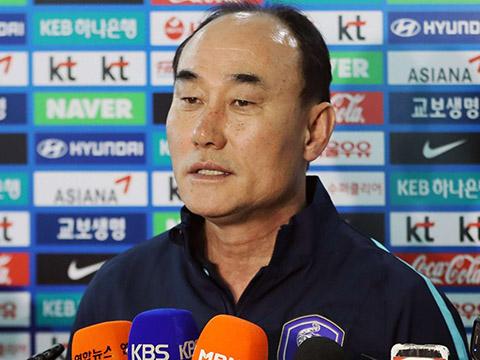 HLV Kim Hak Bum được HLV Park Hang Seo ví là Sir Alex Ferguson của bóng đá Hàn Quốc. Ảnh: AFC