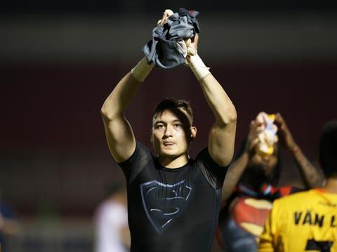 Phong độ xuất sắc của thủ thành Văn Lâm ở V-League giúp cầu thủ có thể hình lý tưởng này nằm trong đề cử Nhân vật thể thao của năm do CMG.ASIA phát động. Ảnh: HT