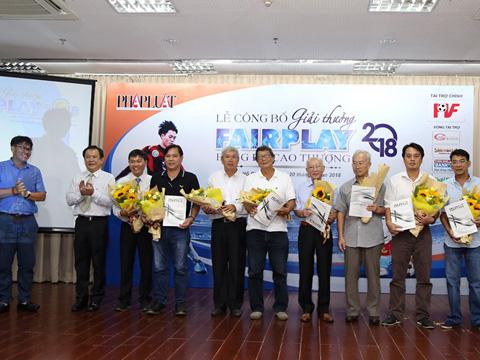 Những thành viên Hội đồng bình xét giải thưởng Fair Play. Ảnh: HG