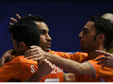 Asghar Hassanzadeh - đội trưởng ĐTQG Iran trong màu áo Mes Sungun Varzaghan. Ảnh: AFC