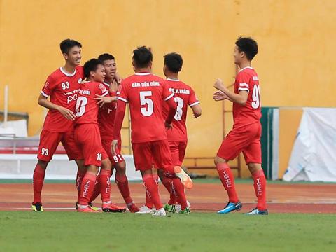 Thanh Bình (số 91) ăn mừng bàn thắng cùng các đồng đội mới. Ảnh: Viettel