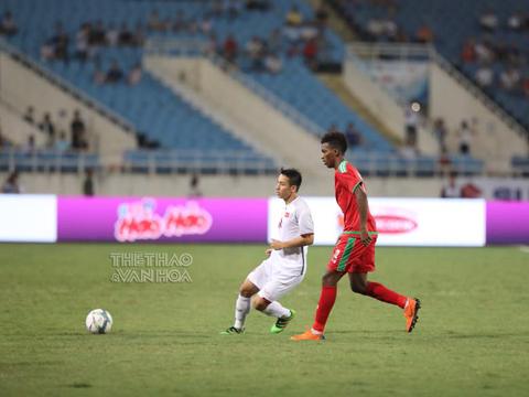 Hùng Dũng dù chơi tốt nhưng không thể sánh bằng những cái tên trên 23 tuổi khác của Olympic Việt Nam. Ảnh: Hoàng Linh