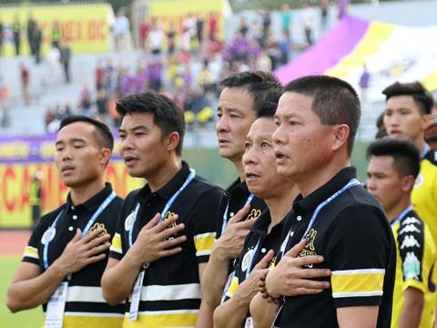 Ban huấn luyện Hà Nội rất không hài lòng về BTC chủ nhà sau trận thua. Ảnh: VPF