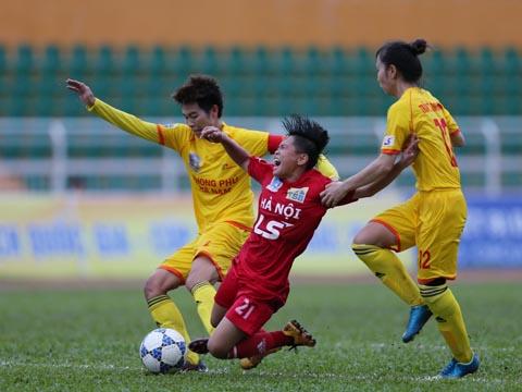 Hà Nội thua đau Phong Phú Hà Nam khi họ tạo được nhiều cơ hội về phía cầu môn đối thủ. Ảnh: Anh Duy