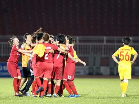 Niềm vui vô địch của Phong Phú Hà Nam. Ảnh: Quang Liêm