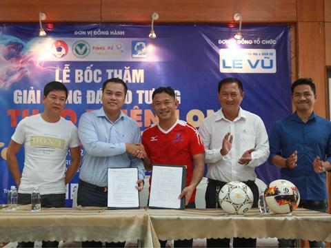 Đại diện Công ty Lê Vũ và Thiên Long ký kết hợp tác. Ảnh: Thiên Long