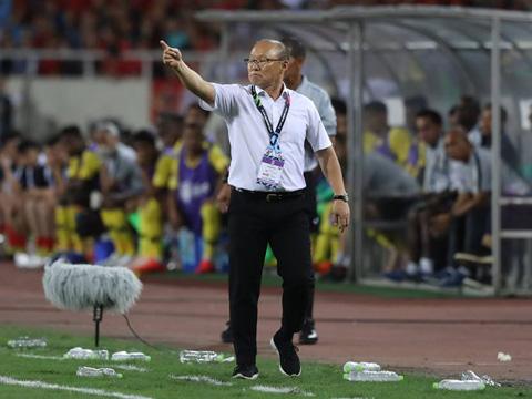 HLV Park Hang Seo đang nhận được hàng loạt phần thưởng sau những kỳ tích với bóng đá Việt Nam. Ảnh: Hoàng Linh