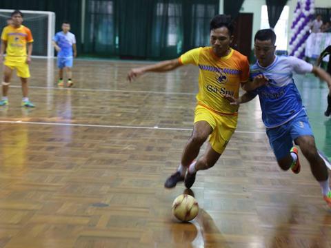 Qphone HT (vàng) là nhà vô địch mới của giải bóng đá đồng hương Huế 2018. Ảnh: HT Thiên Hạ