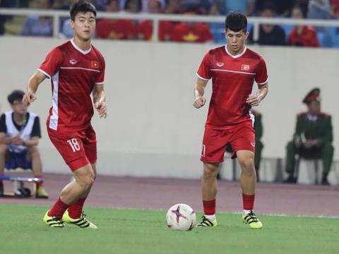 Đình Trọng (phải) không có danh hiệu nào ở cuộc bầu chọn năm nay. Ảnh: Hoàng Linh