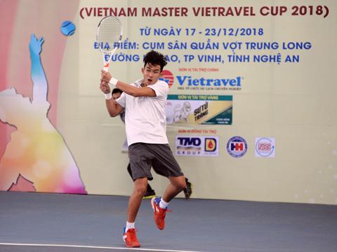 Tay vợt trẻ Văn Phương thi đấu rất ấn tượng để giành cú đúp danh hiệu cho Bình Dương ở giải năm nay. Ảnh: TT
