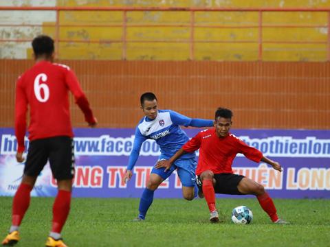 Được đánh giá cao hơn và chơi có ngoại binh nhưng Than Quảng Ninh vẫn không thể thắng Long An đang chơi ở hạng Nhất. Ảnh: Đình Viên