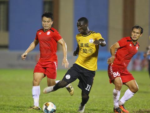TP.HCM phải rất vất vả mới vào bán kết giải tập huấn Thiên Long Cúp 2019 trước African Team. Ảnh: Đình Viên