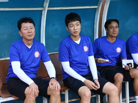 HLV Chung Hae Soung của CLB TP.HCM. Ảnh: Đình Viên