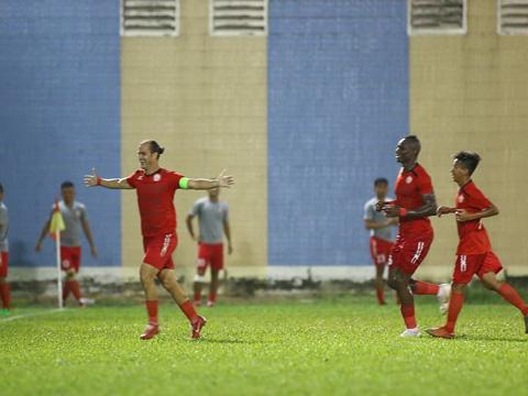 Kesley ăn mừng sau bàn ấn định chiến thắng 2-0 vào lưới Sài Gòn. Ảnh: Đình Viên