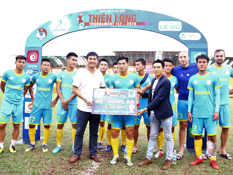 Đội hạng ba Sanna Khánh Hòa BVN. Ảnh: Đình Viên