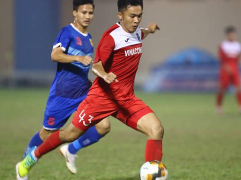 Nguyên Sa ghi bàn đẹp mắt đưa Than Quảng Ninh vô địch giải đấu tập huấn trước thềm V-League 2019. Ảnh: Đình Viên