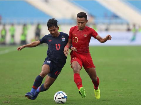 U23 Thái Lan (xanh) là đối thủ rất mạnh. Ảnh: Hoàng Linh