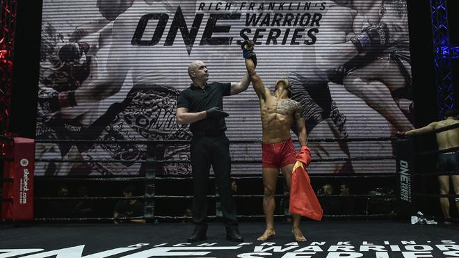Võ sĩ Việt làm nên lịch sử ở sàn đấu chuyên nghiệp MMA