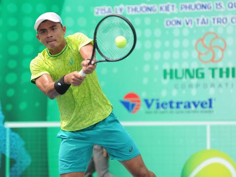 Tay vợt kỳ cựu Lê Quốc Khánh vẫn rất mạnh ở nội dung đánh đôi. Ảnh: BM