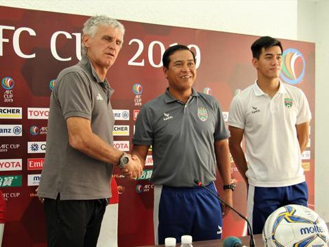 Nếu thắng CLB của Indonesia trận này, HLV Nguyễn Thanh Sơn sẽ đưa B.Bình Dương đi tiếp tại AFC Cup 2019. Ảnh: HT