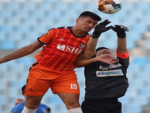 Khả năng không chiến của Merlo được hưởng lợi lớn từ những quả tạt chuẩn xác của cầu thủ nhỏ con bậc nhất V-League. Ảnh: VPF