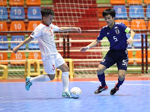 U20 Việt Nam không thể gây bất ngờ trước U20 Nhật Bản. Ảnh: TD