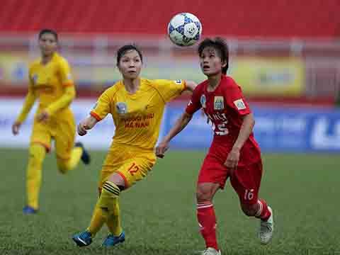 ĐKVĐ Phong Phú Hà Nam (vàng) sẽ bắt đầu cuộc đua bảo vệ danh hiệu vào ngày 10-6 trên sân Nha Trang. Ảnh: TSB