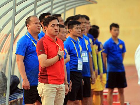 HLV Đức Thắng đã hành xử rất chuyên nghiệp dù kết quả ở sân Thống Nhất tối 15/6 không như ý cho Thanh Hoá. Ảnh: VPF
