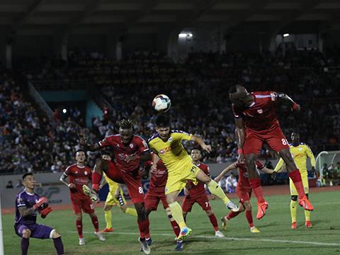 """Trận cầu có chuyên môn rất cao xứng đáng là """"chung kết"""" V-League 2019. Ảnh: Lê Thành"""