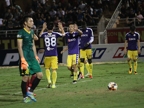 Hà Nội của Quang Hải đã thu hẹp cách biệt xuống chỉ còn 1 điểm với đội đầu bảng TP.HCM trước khi hai đội chạm trán nhau trực tiếp vòng 18. Ảnh: VPF