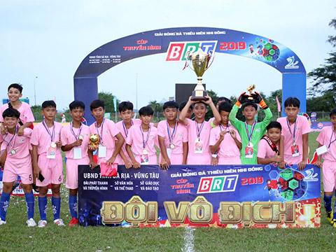 Đội U13 Thị xã Phú Mỹ vô địch. Ảnh: Anh Hải