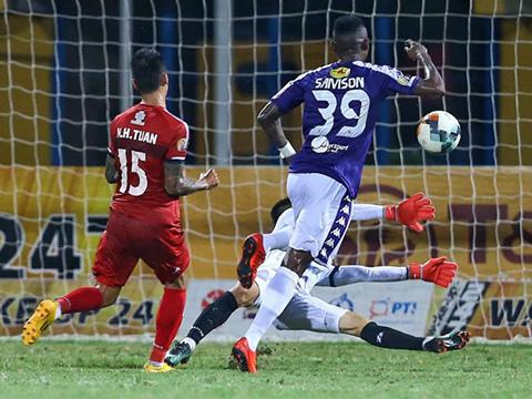 """Samson là """"hung thần"""" của hàng thủ TP.HCM nhưng đã không còn thi đấu cho Hà Nội năm nay. Ảnh: VPF"""