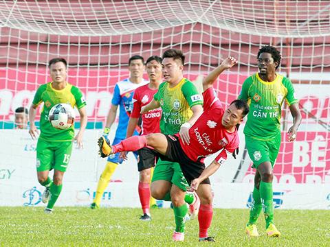 Thất bại 0-1 trên sân Cần Thơ khiến Long An ngày càng xa sân cỏ V-League. Ảnh: VPF