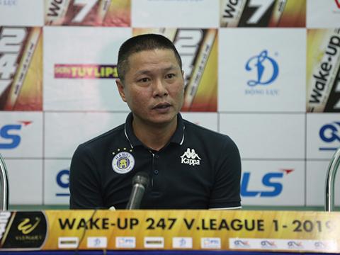 HLV Chu Đình Nghiêm thận trọng khi đối đầu CLB đầu bảng TP.HCM. Ảnh: VPF