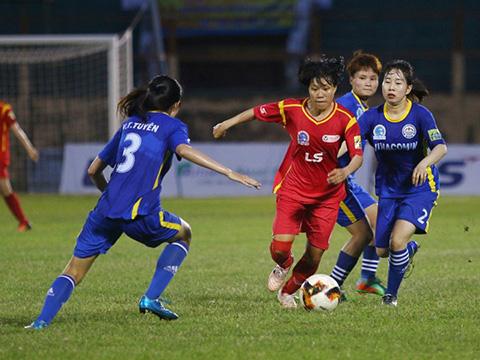 TP.HCM 1 (đỏ) vô địch lượt đi sau trận thắng 3 sao trước Than Khoáng sản Việt Nam. Ảnh: TSB