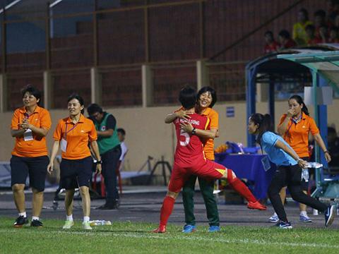 Cô trò Kim Chi có lợi thế lớn đua vô địch trước giai đoạn lượt về. Ảnh: TSB