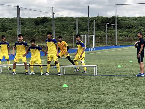 HLV Hoàng Anh Tuấn và học trò đã có màn chuẩn bị tốt ở Nhật Bản. Ảnh: VFF