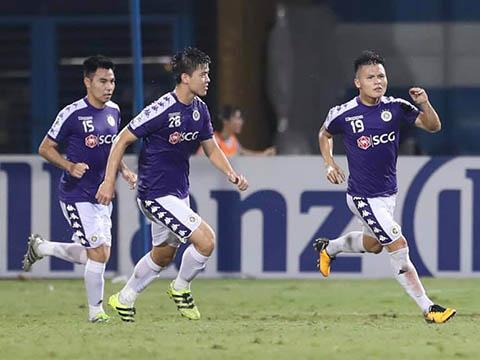 Quang Hải đã có cho mình 10 bàn thắng trong năm 2019 trong khoảng 40 trận ra sân với Hà Nội và các ĐTQG so với 20 bàn và 60 trận đấu trong năm 2018. Ảnh: Hoàng Linh